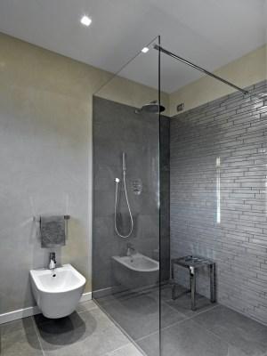 Ohne Duschtasse bodengleich duschen